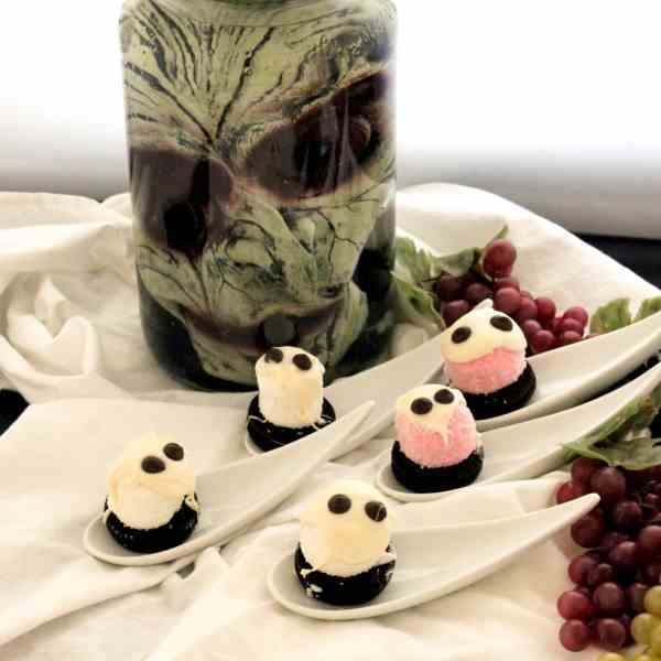 Halloween Marshmallow Ghosts