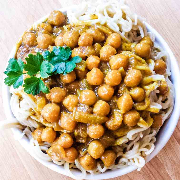 20-Minute Curry Coconut Chickpea Noodle Bo