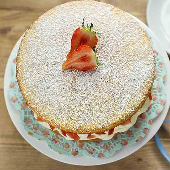 Sponge with strawberries and cream.