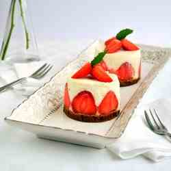 Strawberry cheesecakes unbaked