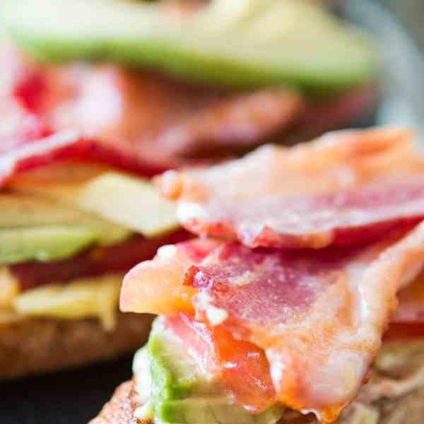 bacon tomato and avocado crostini