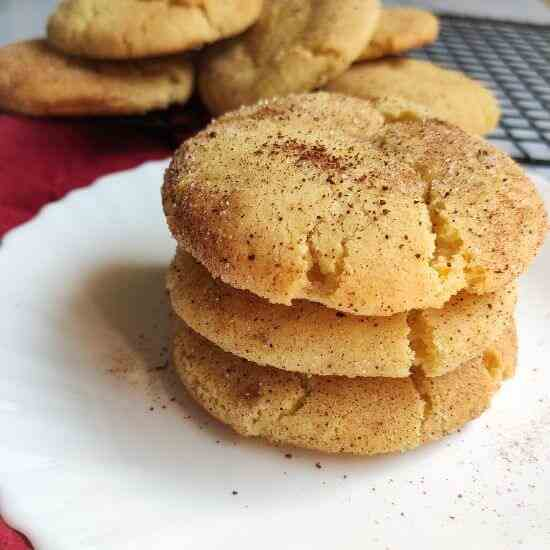 Easy vegan snickerdoodle cookies