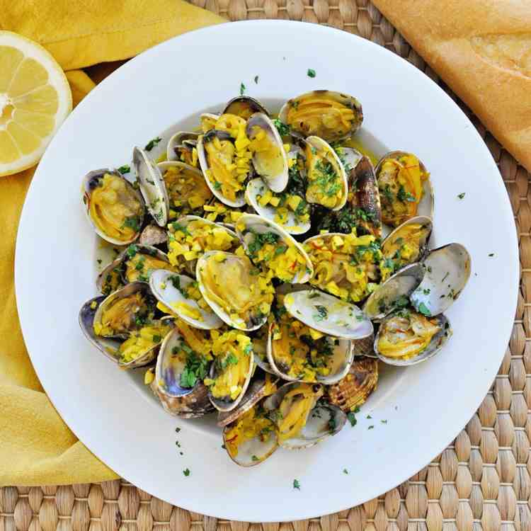 Spanish Style Steamed Clams