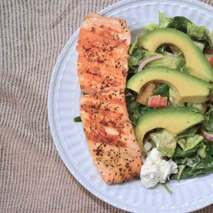 Grilled Salmon Salad with Chipotle Ranch