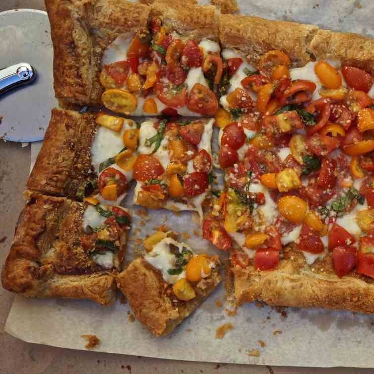 Mozzarella Tart with Fresh Tomatoes