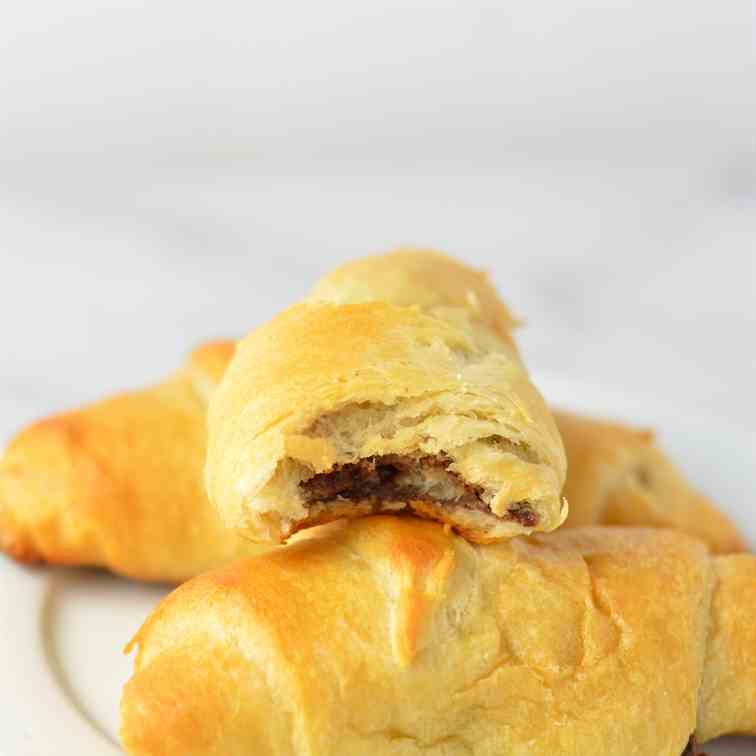Easy Nutella Crescent Rolls
