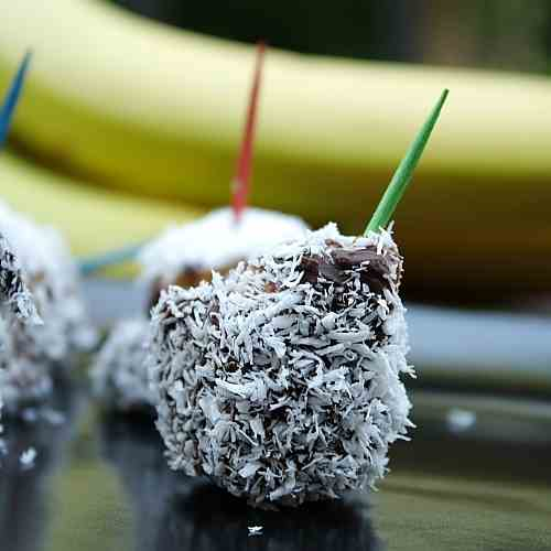 Frozen Chocolate Bananas with Coconut