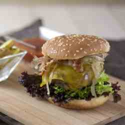 Bacon Cheeseburger with Onion Relish