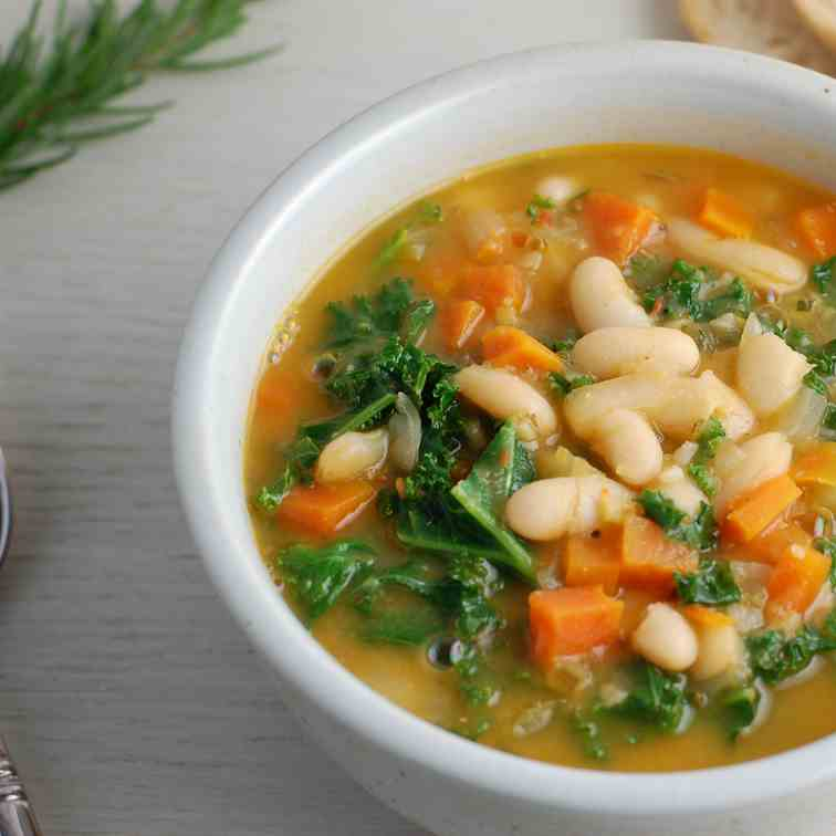 Hearty White Bean and Kale Soup - Pasta e