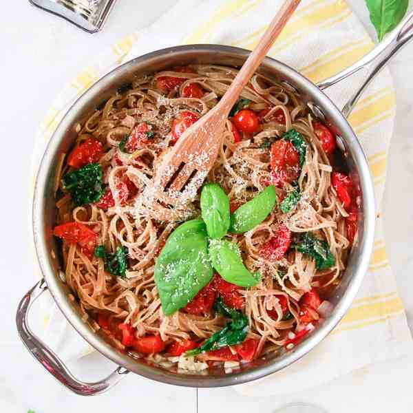 Whole Wheat Pasta with Spinach and Tomatoe