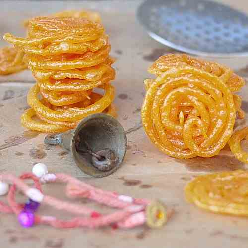 Hot 'n' Crisp Jalebi served with Milk