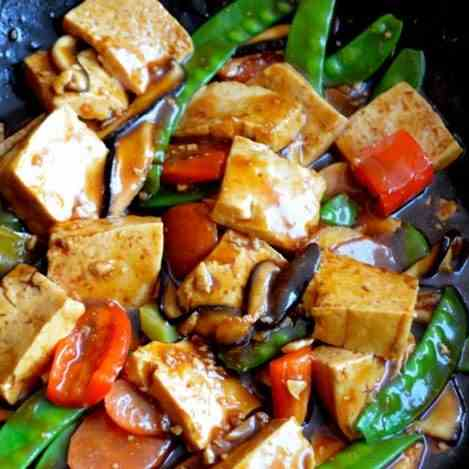 QUICK AND EASY BRAISED TOFU (Hongshao Dofu