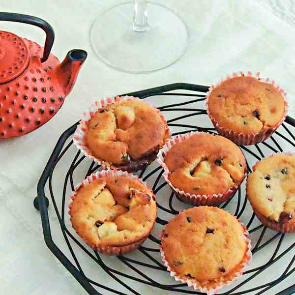 Vegan Muffins with Apples and Jam