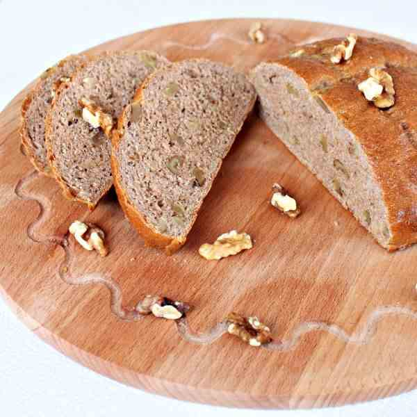 Whole-wheat walnuts bread