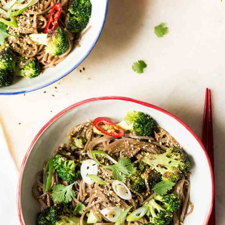Sesame soba noodles with broccoli