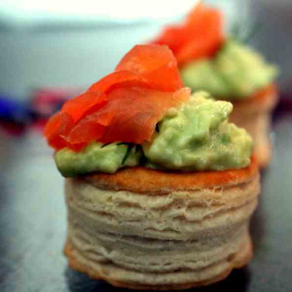 Mini Vol-au-vents w. Guacamole and salmon