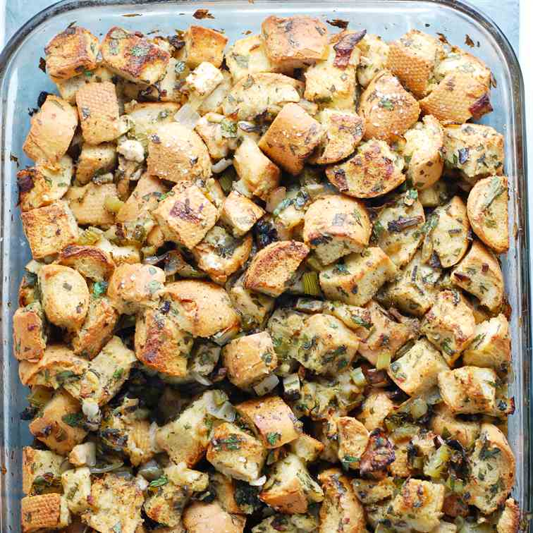 Vegan Stuffing with Sage and Apples