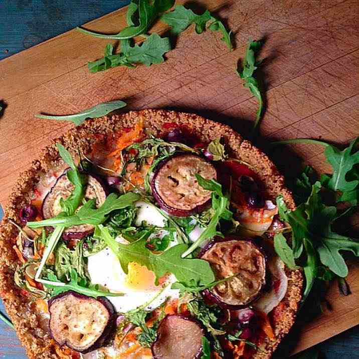 Vegetables and egg quinoa crusted pizza