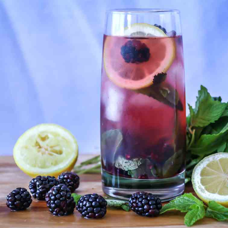 Boozy Blackberry Lemonade