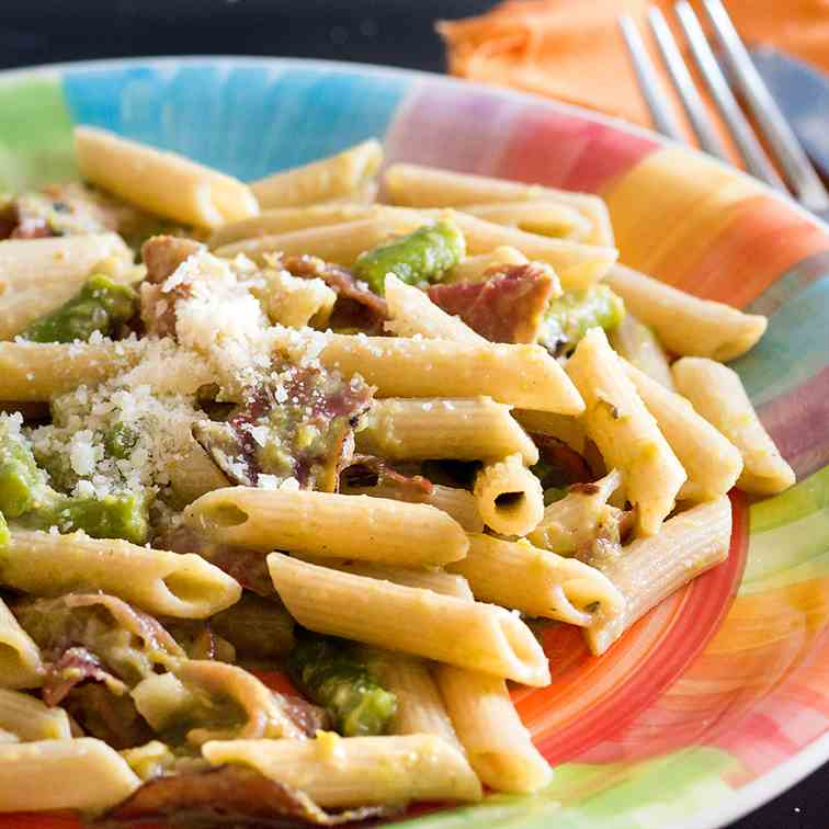 Pasta with asparagus and speck