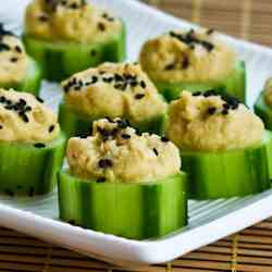 Hummus and Cucumber Appetizer Bites
