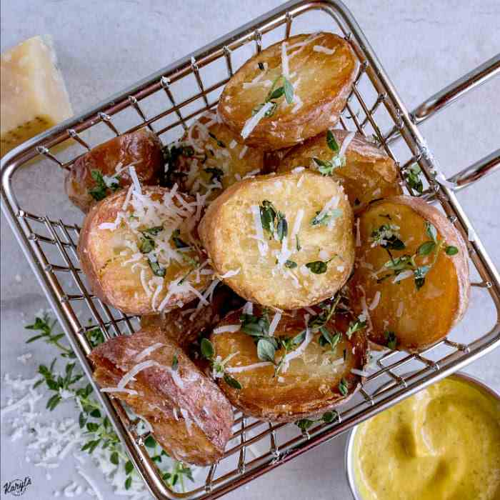 Oven Roasted Potatoes with Parmesan - Thym