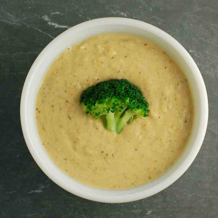 Creamy Vegan Broccoli Cheese Soup