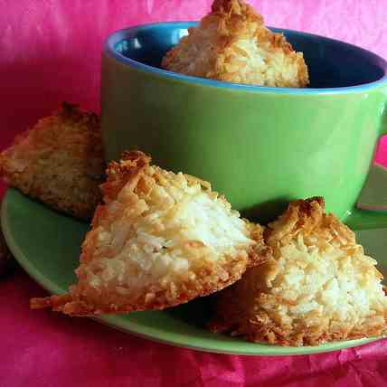 Coconut macaroons with a hint of lemon