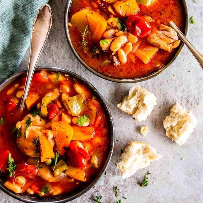 Crockpot Tuscan White Bean Chicken Stew