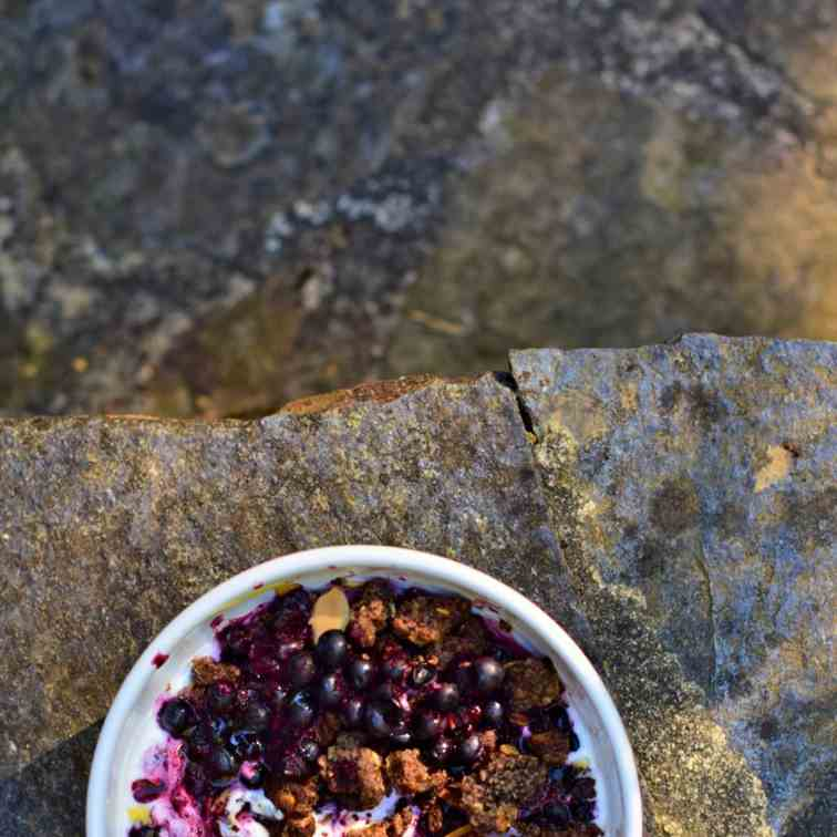 Blueberry bowl - breakfast cacao crumble
