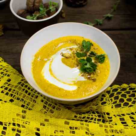 Delicious creamy carrot and leek soup