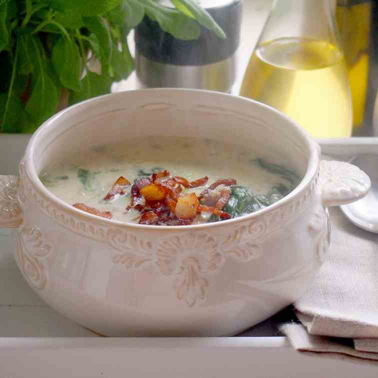 Zuppa toscana with meat and spinac