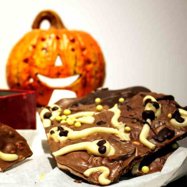 Halloween Chocolate Bark Ghosts